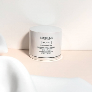 There's nothing better than unwinding after a long day and indulging in some skincare✨  OurAdvanced Anti-Ageing & Detoxifying Face & Eye Night Cream is a refreshingly rich yet lightweight night cream that helps to detoxify skin from the irritants and pollution it is exposed to during the day🍃