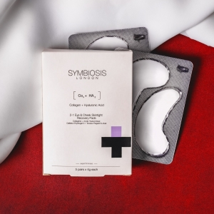 Revive tired, weary eyes with Symbiosis Skintight Recovery Eye Pads 👀  They're infused with Collagen, Hyaluronic Acid and Aloe Vera to promote smoother, brighter-looking skin ✨ . . . #eyemask #eyepads #hyaluronicacid #collagen #aloevera #spatime #facemask #cleanskin #symbiosislondon #symbiosisskincare #skincarescience #skincareroutine #skincareproducts #crueltyfree