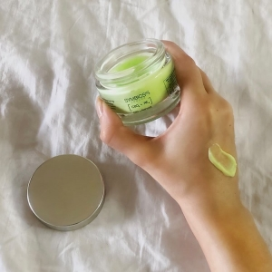 'It's become my favourite part of my morning as it gives me an instant healthy glow' - @meganleighriley 💚 . . . #cbd #cbdskincare #moisturiser #skincaretreatment #skincareroutine #localisedskincare #influencerpost #collaboration #skincarereview #symbiosisskincare #productreview #happycustomer #crueltyfreeskincare #cleanbeauty #customerreview #influencer