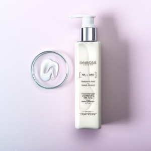 Packed with Hyaluronic Acid, Sweet Almond and Sea Water, Symbiosis Lightweight Pore Minimiser & Mattyfing Milk Tonic aims to gently exfoliate and purify the skin 🌟  It also helps to diminish the appearance of enlarged pores and to hydrate 💧 . . . #cleansingmilk #cleanser #almond #hyaluronicacid #hydration #symbiosislondon #symbiosisskincare #skincarescience #skincareroutine #skincareproducts #crueltyfree