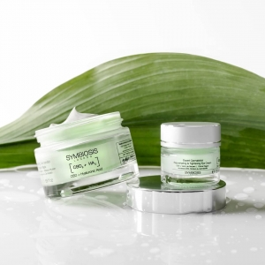 Have you ever tried an eye cream or moisturiser with CBD or Snake Venom? 🐍  Snake Venom works to nourish and hydrate the skin while promoting firmness while CBD aims to prevent pore-clogging whilst regenerating and tightening skin.