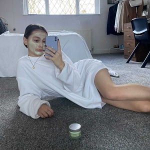 @katiesgarms is having the ultimate pamper using our [CBD + Hyaluronic Acid] - Age Illuminating Cannabidiol Eight Hour Mask 💚  Have you tried any CBD skincare? . . . #cbd #cbdskincare #facemask #cbdmask #influencerpost #collaboration #skincarereview #symbiosisskincare #productreview #happycustomer #crueltyfreeskincare #cleanbeauty #skincareingredients