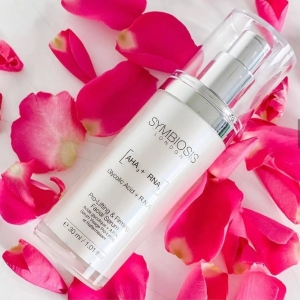 Beautiful photo by @myscottishlifestyle🌷  Our Pro-Lifting & Firming Facial Serum is formulated to help lift and tighten skin while diminishing the appearance of imperfections. 